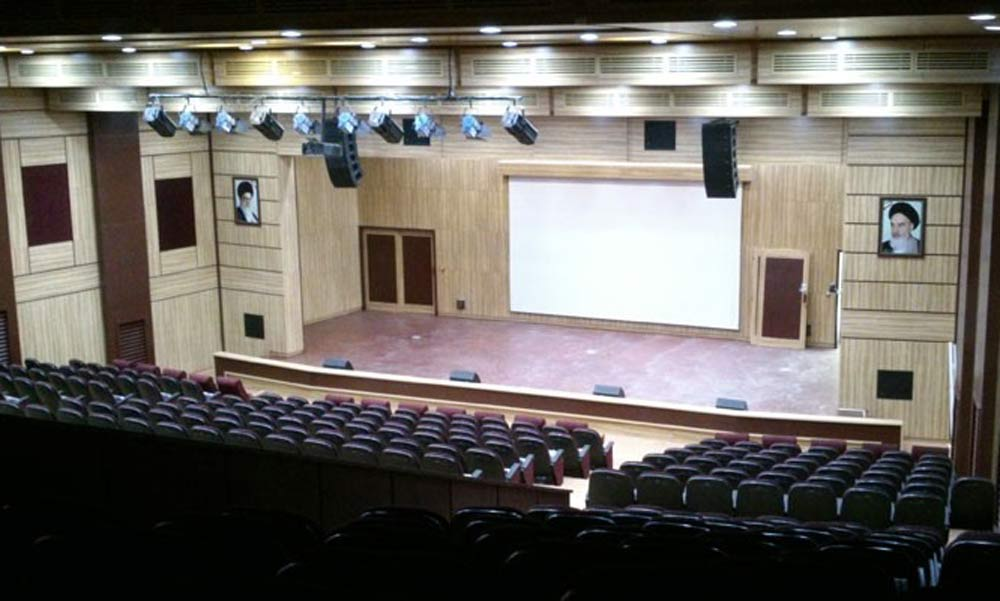 نور در سالن آمفی تئاتر